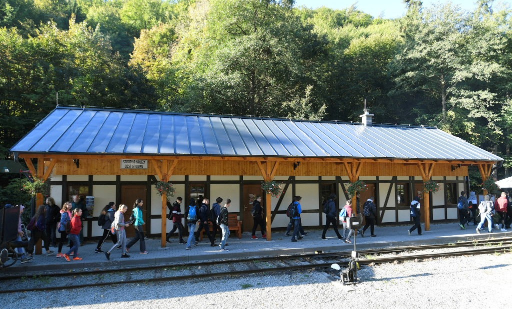 Narrow gauge railways as attractions and gates to nature